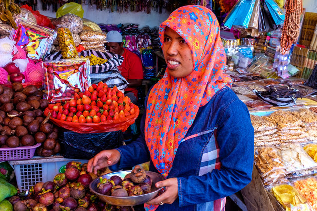 A lady bargaining with us about price of fruit
