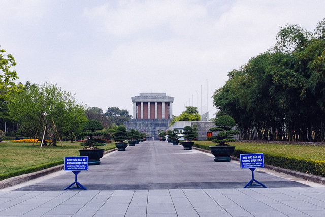 Ho Chi Minh Mausoleum -- no entrance during lunch break