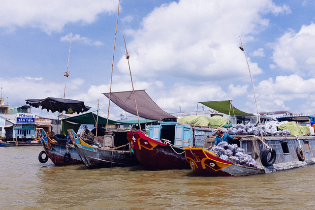 A floating market with all different kind of goods