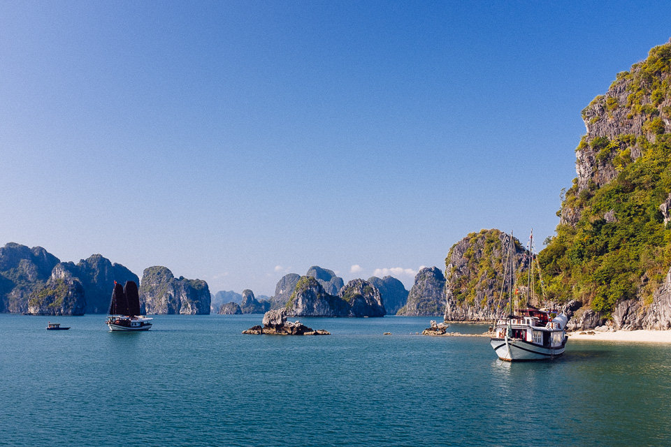 Vietnam: cruising in Bai Tu Long
